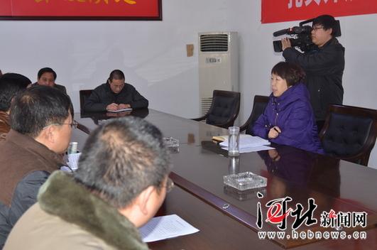 县委书记吕素维在西营乡调研